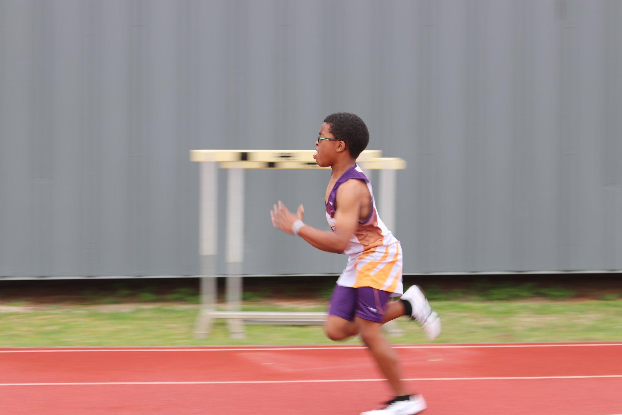 Zeke running the 100
