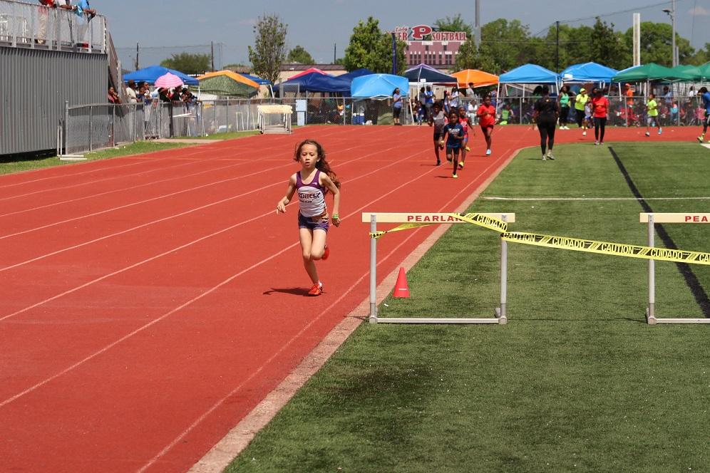 Angela finishing the 800