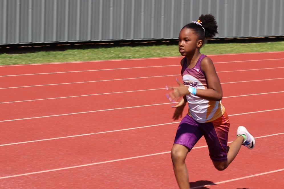Navaeh running the 800